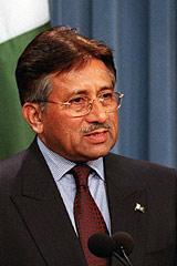 Президент Пакистана Мушарраф уходит в отставку. Кому нынче достанется ядерный чемоданчик?