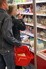 Неуверенность в завтрашнем дне. Кризис заставил россиян экономить на еде, есть меньше сладкого и готовиться к потере работы