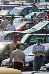 Опошленные иномарки дорожают. Будут ли россияне теперь покупать отечественные авто?