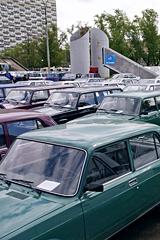 АВТОВАЗзаберет половину автосалонов у одного из своих дилеров. Что ждет рынок продаж автомобилей в период кризиса