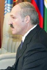 Лукашенко запретил своему правительству ползать на коленяхпо российским кабинетам