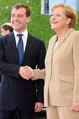 В преддверии саммита двадцаткив Лондоне Д.Медведев и А.Меркель сверят часыпо проблемам европейской энергобезопасности